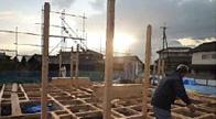 井桁状に組まれた強固な土台と梁